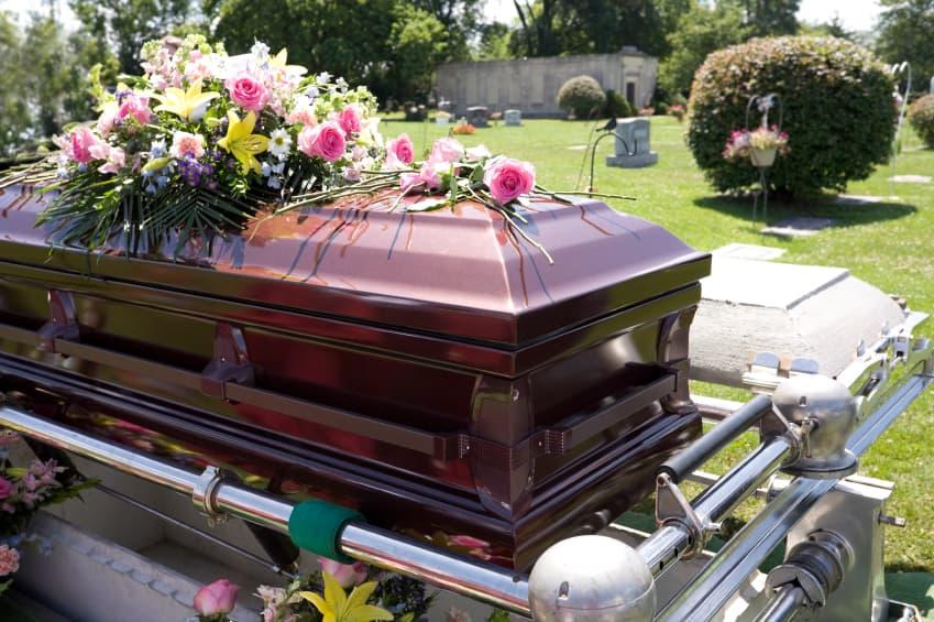 sonhar com enterro