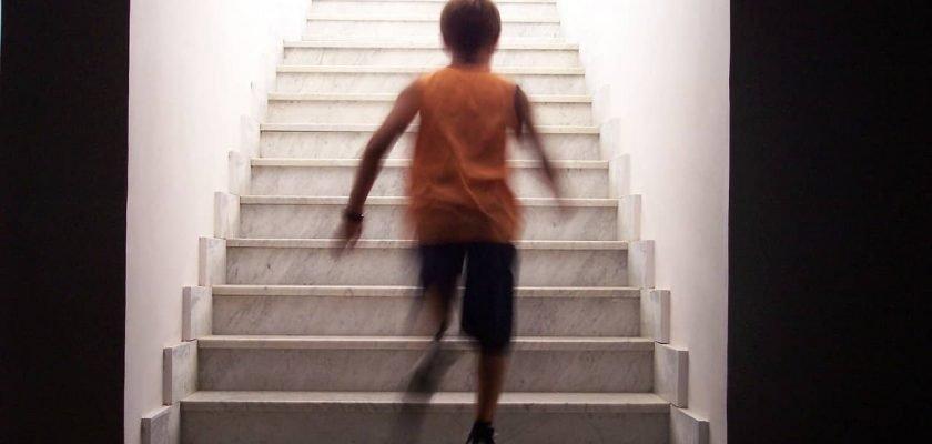 Sonhar subindo escada significado