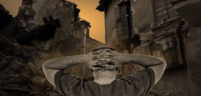 Sonhar com casa destruída